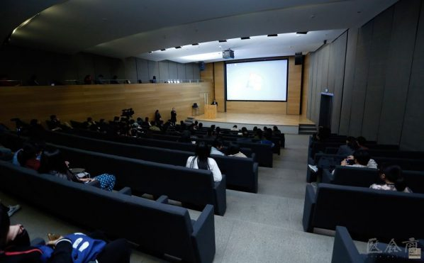 03 View of the lecture 3 598x371 - Hua Tianxue: The Relationship between Xu Beihong and Japanese Fine Arts