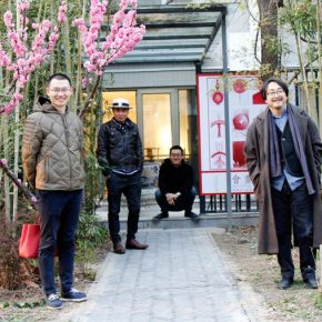 """17 The artist and his friends were present at the exhibition 290x290 - Perceiving Images of the Mind and Using Paintings to Reflect on the Self: """"Meet Drawing"""" Liu Libin Solo Exhibition has opened"""