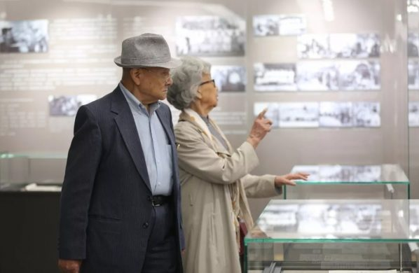 Senior professors visited the exhibition at CAFA History Museum 04 598x390 - The Central Academy of Fine Arts kicked off its centennial celebrations on April 1 2018
