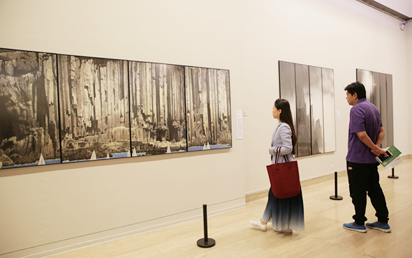 "00 featured image of the exhibition 2 - Urban Landscapes Presented in Ink Paintings: ""Ink Art – Wong Hau Kwei"" Debuted at the National Art Museum of China"