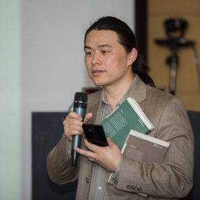 """04 Huang Xiaofeng Associate Dean of School of Humanities at CAFA serves as the Moderator 1 290x290 - Images with Their Own Thoughts: """"From Images to Thoughts"""" Academic Seminar"""