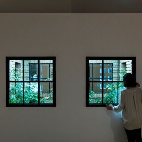 """08 Leandro Erlich Lost Garden 2009 Metal structure brick window mirror wood acrylic panel fluorescent light artificial plant Variable Photo by Hasegawa Kenta 1 290x290 - HOW Art Museum presents """"Construction of Reality"""" featuring work by Argentine artist Leandro Erlich"""