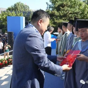 "03 Liu Hongbo Vice President of Qingdao First Step Trading Co. Ltd gave the ""First Step Nominated Award"" to winners 290x290 - 2018 CAFA ""First Step Award"" Was Announced, there was no champion so ten graduates received awards"