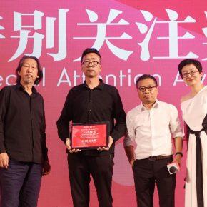 24 Mr. Wang Guangyi and Mr. Huang Du awarded the artist Si Jianwei 290x290 - 2018 Wang Shikuo Award Announced Artist Zheng Da Won the Grand Prize
