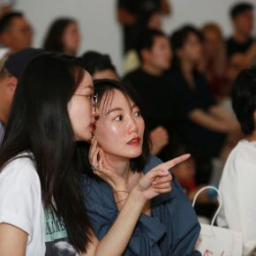 35 Audiences communicated with each other at the award ceremony 290x290 - 2018 Wang Shikuo Award Announced Artist Zheng Da Won the Grand Prize