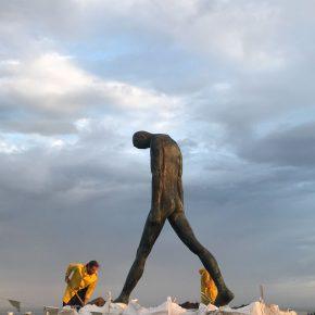 Wang Wei, Walking; Photo by Wang Wei