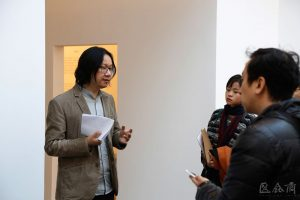 The senior curator of Inside-Out Art Museum Su Wei guided the media in visiting the exhibition