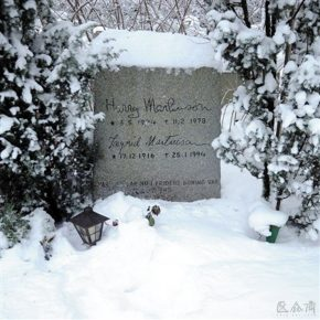 Gravestone of Swedish poet and Nobel laureate Harry Martinson in Snow