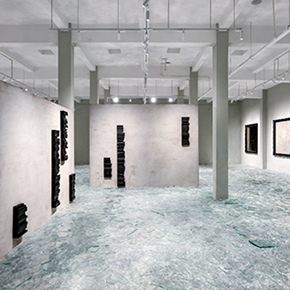 "Visiting an Exhibition on Broken Glass: Liu Jianhua's ""Mirror Effect"" opens up a new experience for visitors"