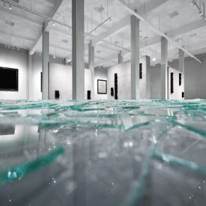"""08 Exhibition View of Mirror Effect 290x290 - Visiting an Exhibition on Broken Glass: Liu Jianhua's """"Mirror Effect"""" opens up a new experience for visitors"""