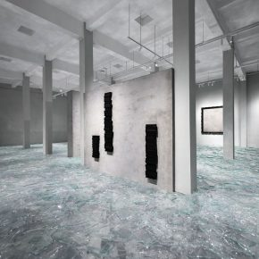 """09 Exhibition View of Mirror Effect 290x290 - Visiting an Exhibition on Broken Glass: Liu Jianhua's """"Mirror Effect"""" opens up a new experience for visitors"""