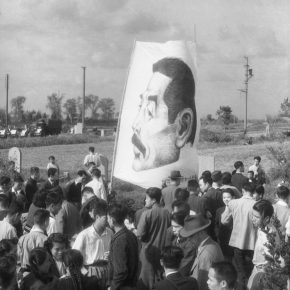 1.In 1946, the public gathered in the Cemetery of the World in Shanghai to commemorate the 10th anniversary of the death of Lu Xun. 55×45.1cm
