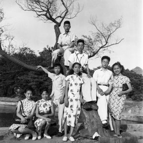 2.In 1947, Zhou Haiying (the third from right) and Ma Xinyun (the fourth from right) were in love. They invited Ma Xinyun's three friends and their fiancés to hang around. This was the group photo of them in Shanghai. 45.5×46.2cm