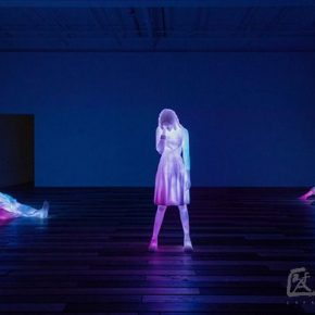 Doug Aitken,3 Modern Figures (don't forget to breathe), 2018; Cast frosted resin, programmed LEDs and composition, audio speakers and components, 21 min, loop