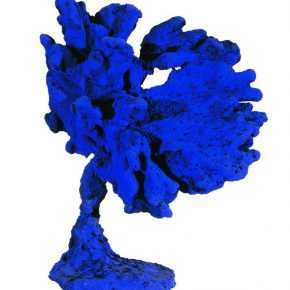 Yves Klein, Untitled Blue Sponge Sculpture (SE 33), 1961, Dry pigment and synthetic resin on natural sponge, plaster base, 42 × 37 × 20 cm. © Yves Klein Estate, ADAGP, Paris / SACK, Séoul, 2019.