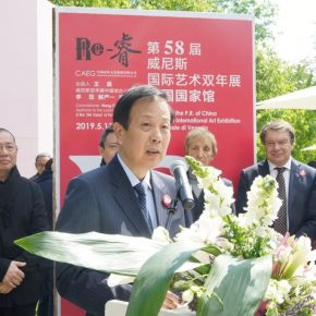 Li Ruiyu, Chinese Ambassador to Italy, was giving a speech at the opening ceremony (Photographed by Yin Weilin)