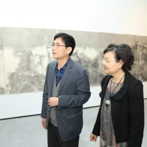 Honored guests visited the exhibition and communicated with each other