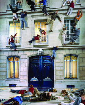 "16 Batiment 02 - The Perception of ""Reality"": The Exhibition ""Leandro Erlich: The Confines of the Great Void"" Commenced"